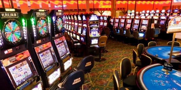 Игровой автомат Santa Surprise от Вулкан