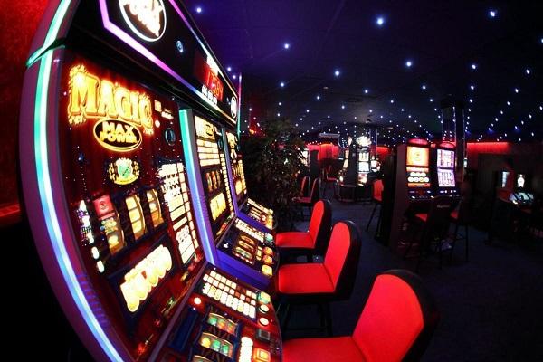 Зарабатывай в казино Делюкс
