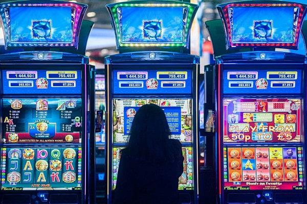 Почему стоит играть в Playdom casino?